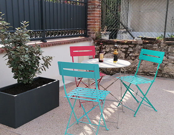 Libre service pour les boissons fraiches et mise à disposition de tables et chaises
